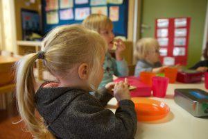 Frühstück im Kindergarten